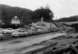 LOS ANGELES 1950s HOLLYWOOD BOWL TRAFFIC